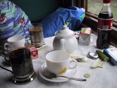 Teetrinken im Abteil